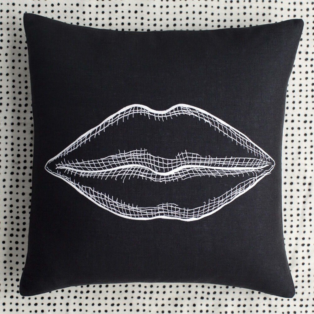 KISS PILLOW - BLACK