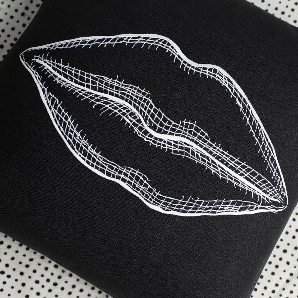 KISS PILLOW - BLACK