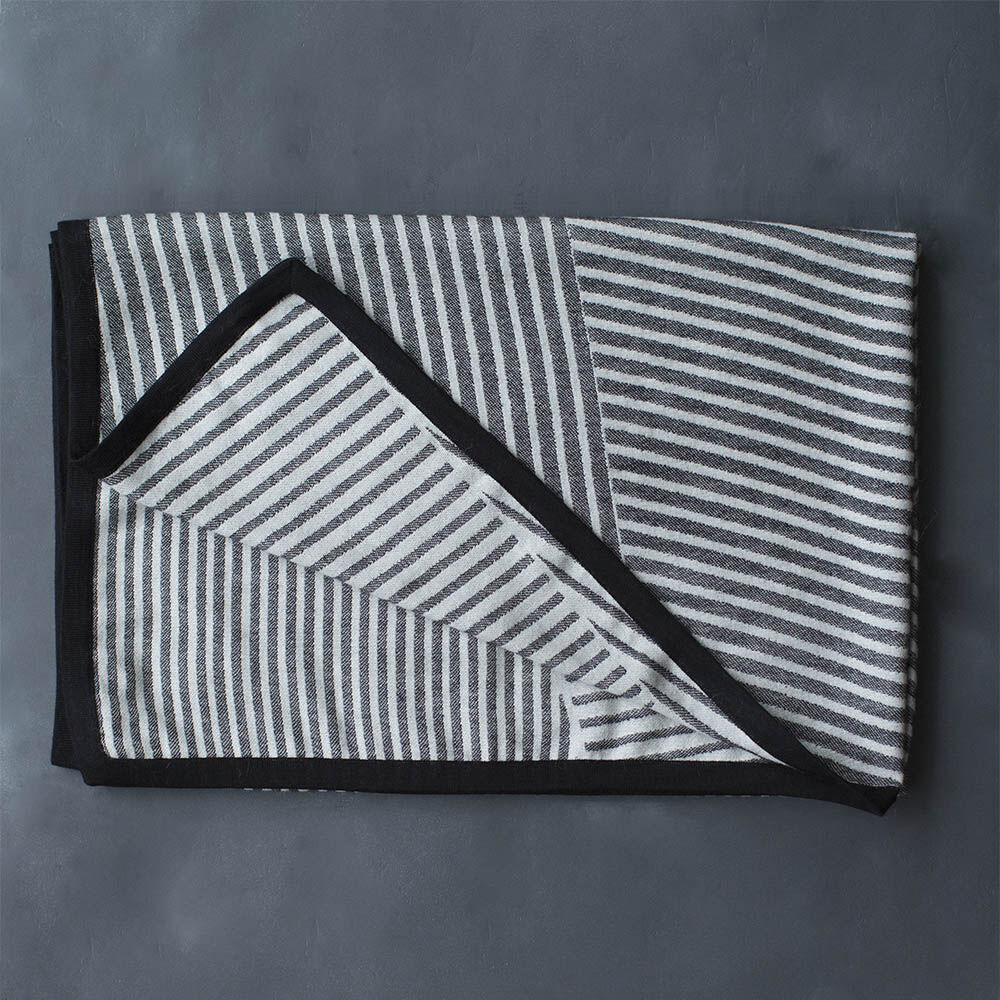 FRACTURED LUXE THROW - BLACK WHITE