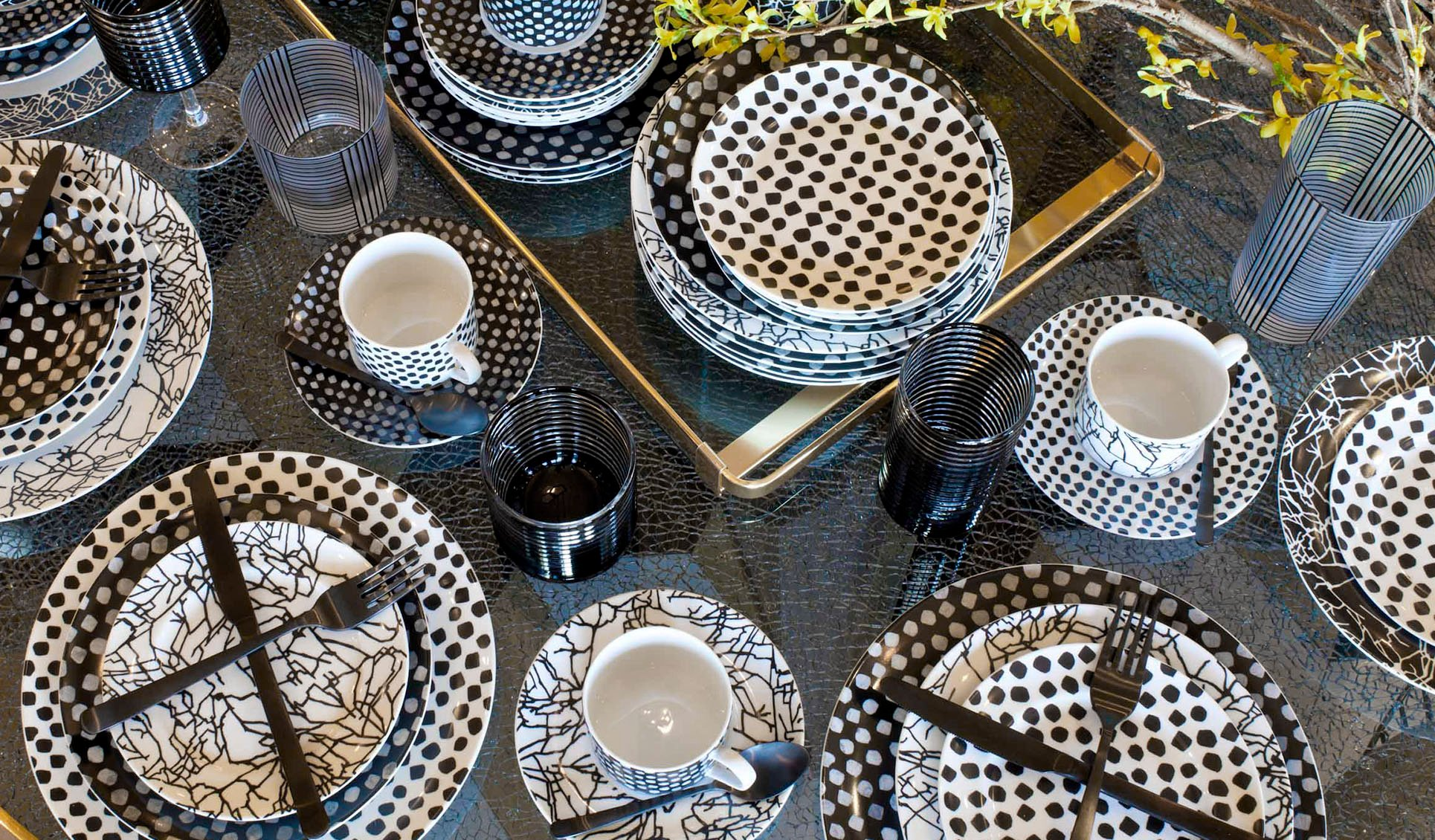 Tracery Dinnerware Set